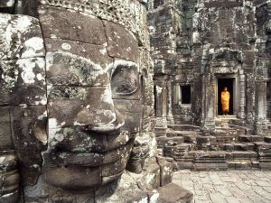 buddhist-monk-and-large-stone-face_ANGKOR