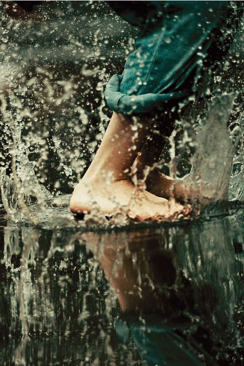 water splashing feet