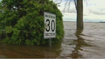 monteal flood-road sign