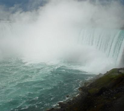 Horseshoe falls-mist