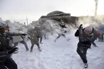 uoft-snowball fight