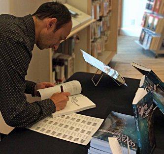 Claudiu-SigningBook