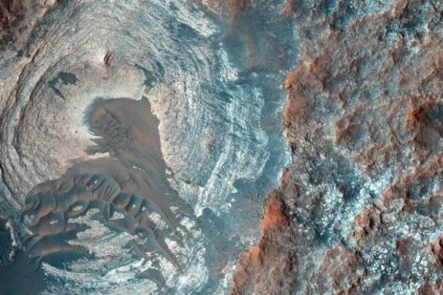 2. gale crater-bedrock with halos