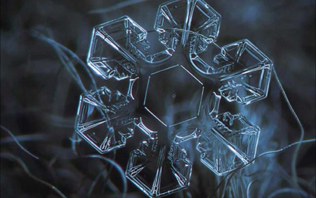 hexagonal-water-crystal