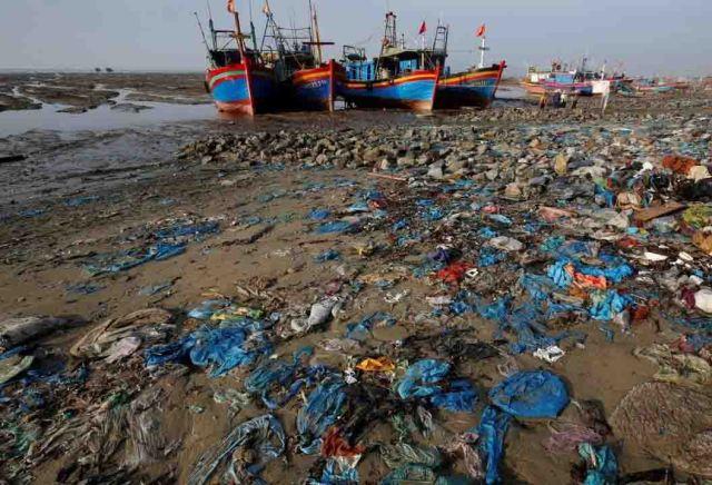 HauLoc plastic beach